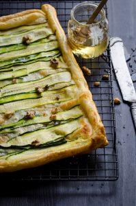 Sfogliata con gorgonzola, zucchine e noci