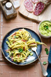 Spaghetti fave e salame