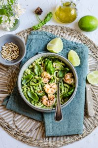 Zucchini Week: Spaghetti di Zucchine con  Pesto di Avocado e Gamberi Piccanti