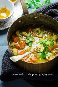 Zuppa di tuberi con lenticchie, curry e lime