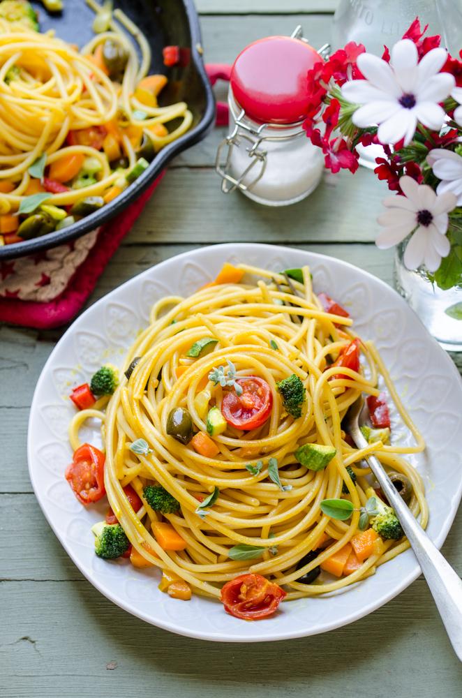 Spaghetti alle verdure croccanti con curcuma e maggiorana