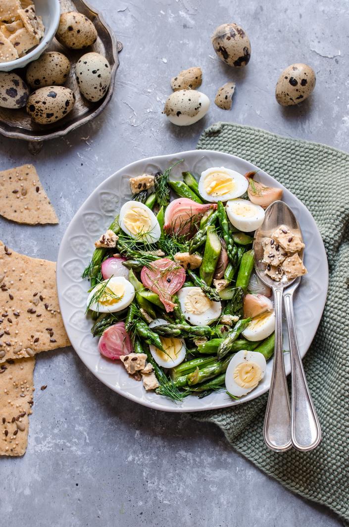 Padellata di asparagi, cipollotti ed ovette di quaglia