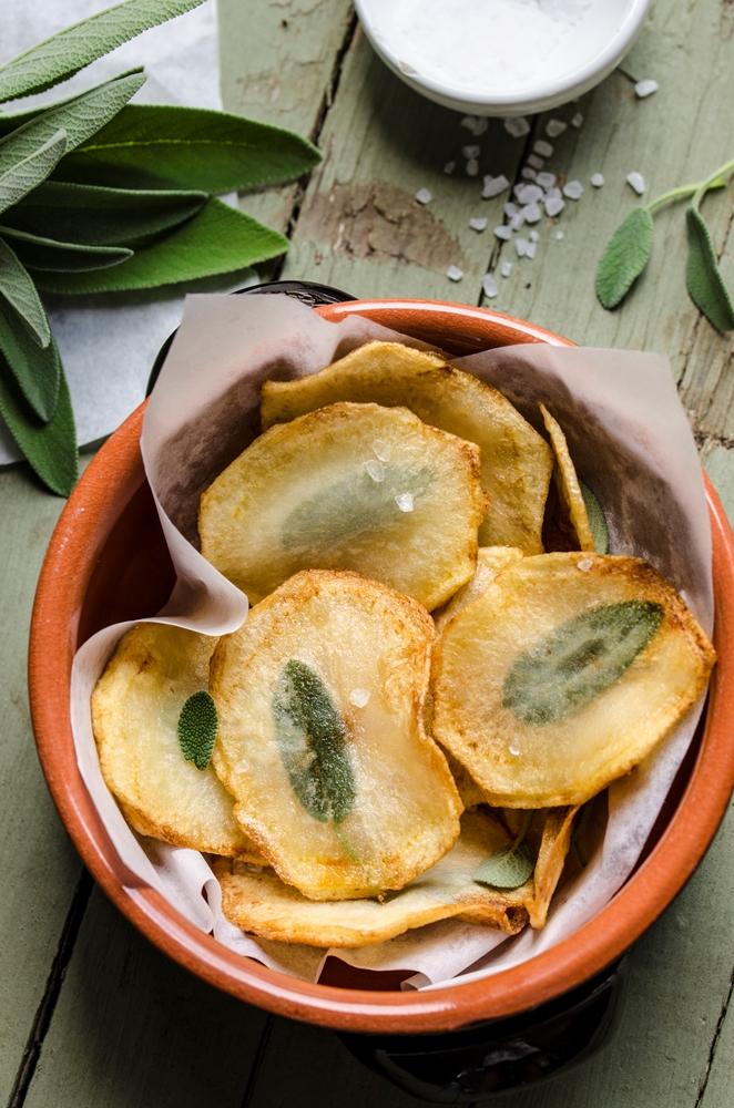 Chips di patate al profumo di salvia