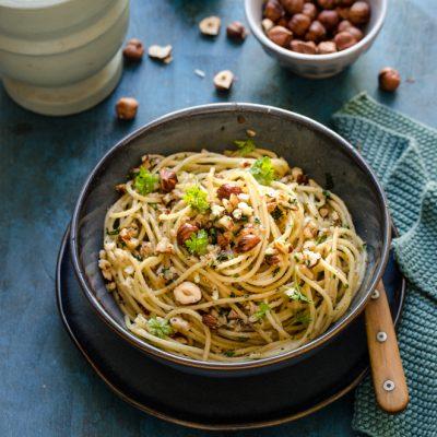 Spaghetti con pesto di nocciole