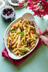 THE LUNCH BOX: Pasta fredda alle verdure ed olive nere