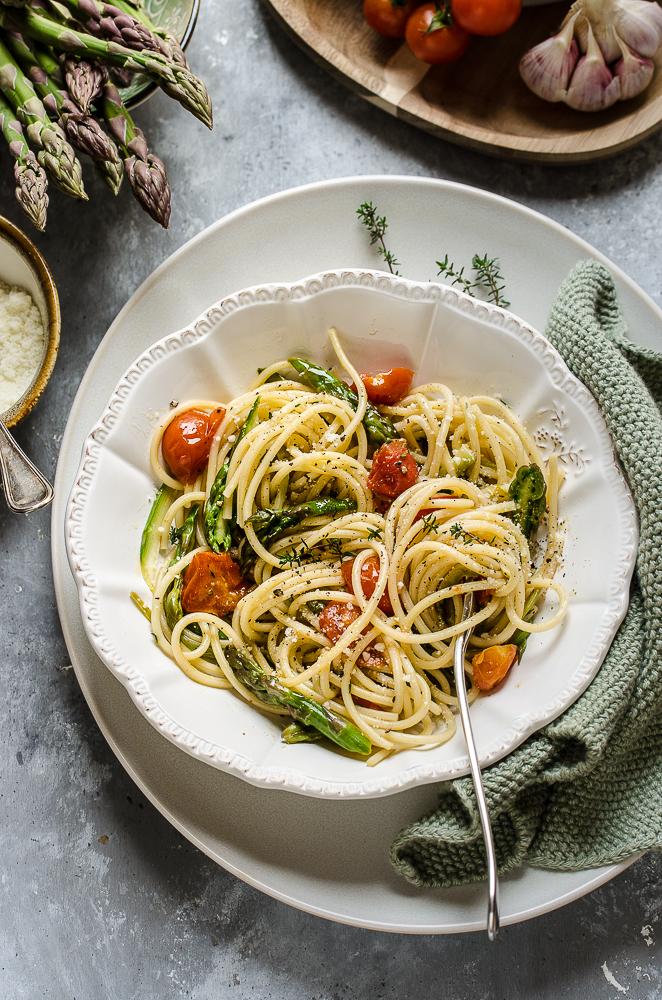 Spaghetti agli asparagi e pomodorini